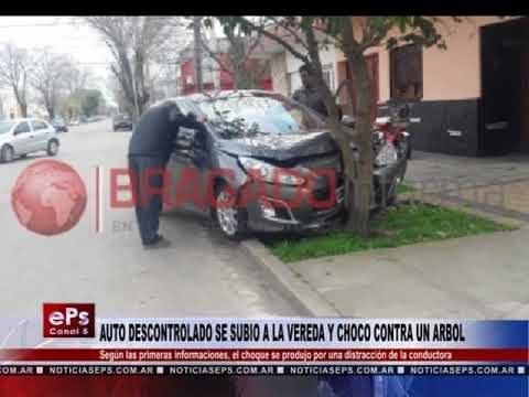 AUTO DESCONTROLADO SE SUBIO A LA VEREDA Y CHOCO CONTRA UN ARBOL