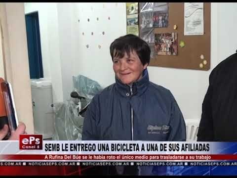 SEMB LE ENTREGO UNA BICICLETA A UNA DE SUS AFILIADAS