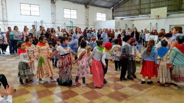 EL JARDÍN N°902 Y LA ESCUELA PRIMARIA 13 DE COMODORO PY CELEBRARON EL DÍA DE LA TRADICIÓN